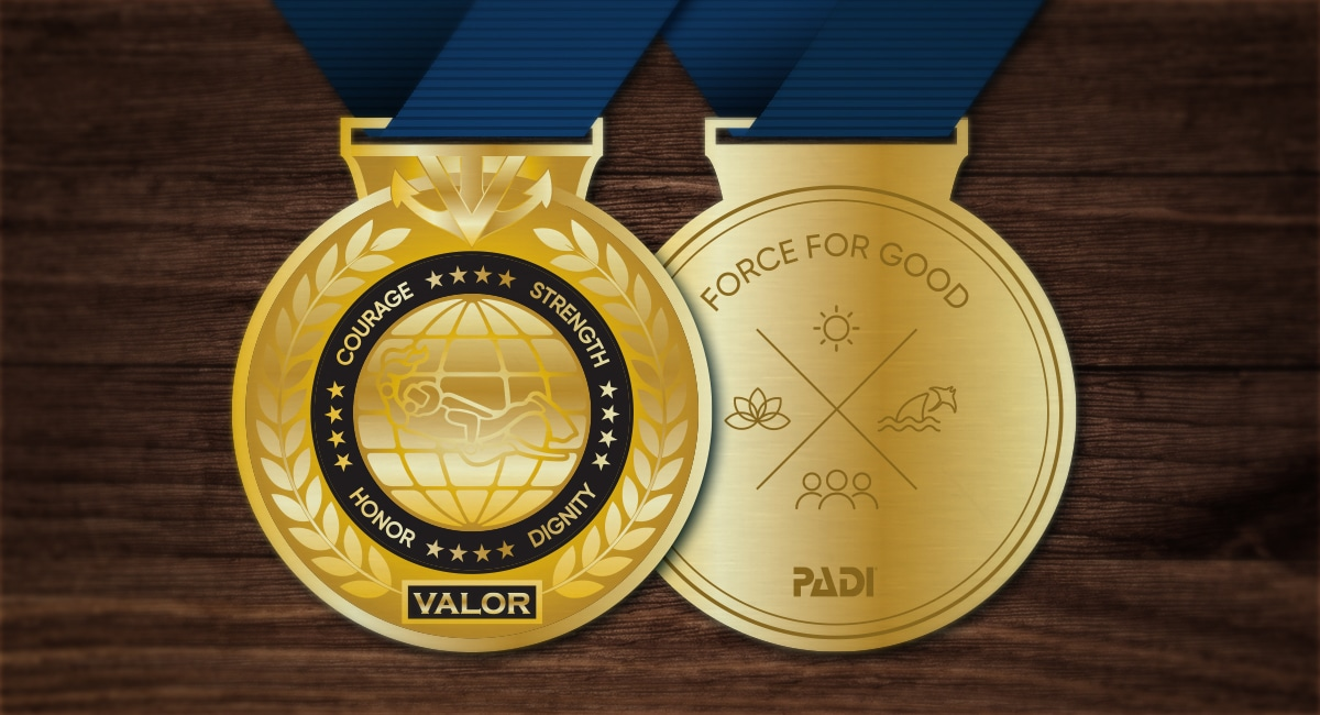 PADI awards Medal of Valor to Thailand Cave Rescuers
