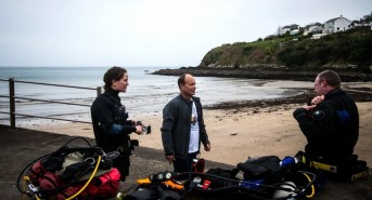 Divers-preparing-for-the-RNLI-Diver-Sea-Survival-course-on-Portmellon-Beach-Cornwall-CREDIT-Niki-Holt.jpg